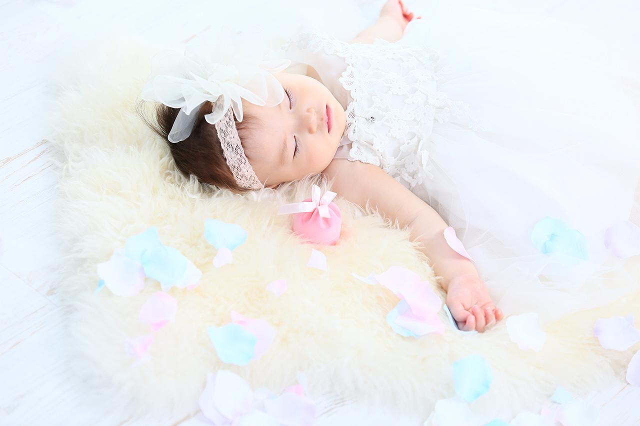 衣装は2~3着までOK。(80カット)<br>イメージを変えてお撮りさせていただきます。<br>赤ちゃんならではのおむつ写真も。
